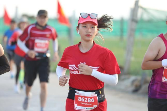 Những bóng hồng rạng rỡ trên đường chạy Tiền Phong Marathon 2020 ảnh 12