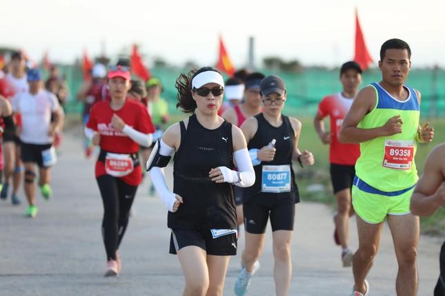 Những bóng hồng rạng rỡ trên đường chạy Tiền Phong Marathon 2020 ảnh 13