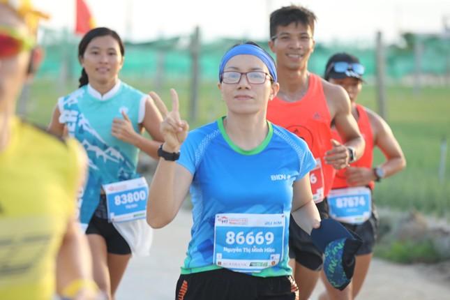 Những bóng hồng rạng rỡ trên đường chạy Tiền Phong Marathon 2020 ảnh 14