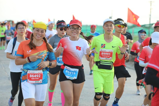 Rực rỡ sắc màu trên đường chạy Tiền Phong Marathon 2020 ảnh 7