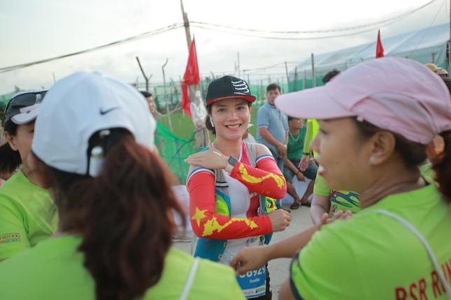 Rực rỡ sắc màu trên đường chạy Tiền Phong Marathon 2020 ảnh 4