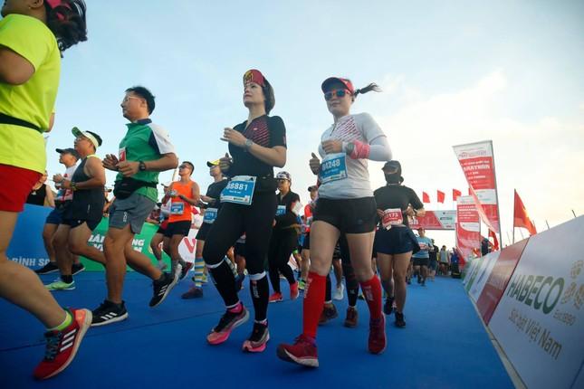 Những bóng hồng rạng rỡ trên đường chạy Tiền Phong Marathon 2020 ảnh 3