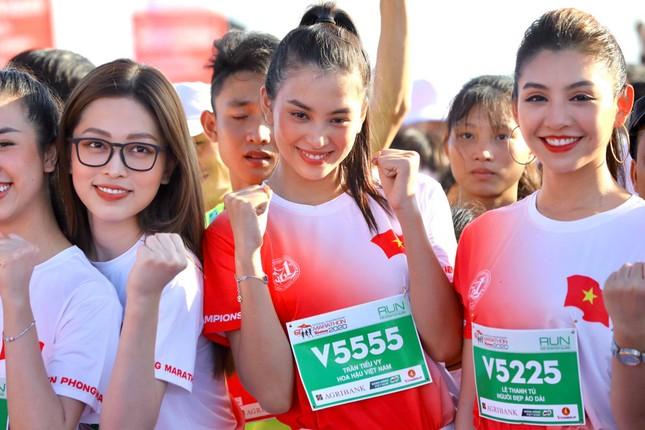 Hoa hậu Tiểu Vy và dàn người đẹp tiếp lửa cho Tiền Phong Marathon ảnh 6