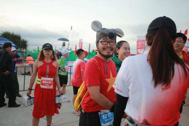 Rực rỡ sắc màu trên đường chạy Tiền Phong Marathon 2020 ảnh 5