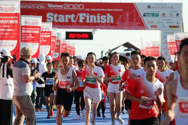 Hoa hậu Tiểu Vy và dàn người đẹp tiếp lửa cho Tiền Phong Marathon ảnh 4