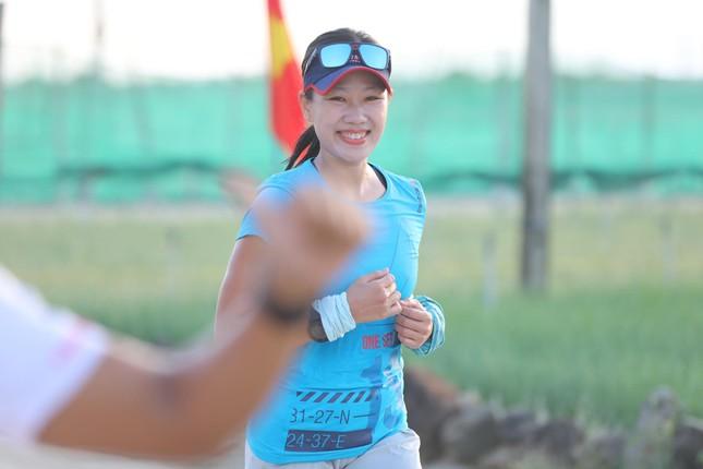Những bóng hồng rạng rỡ trên đường chạy Tiền Phong Marathon 2020 ảnh 4