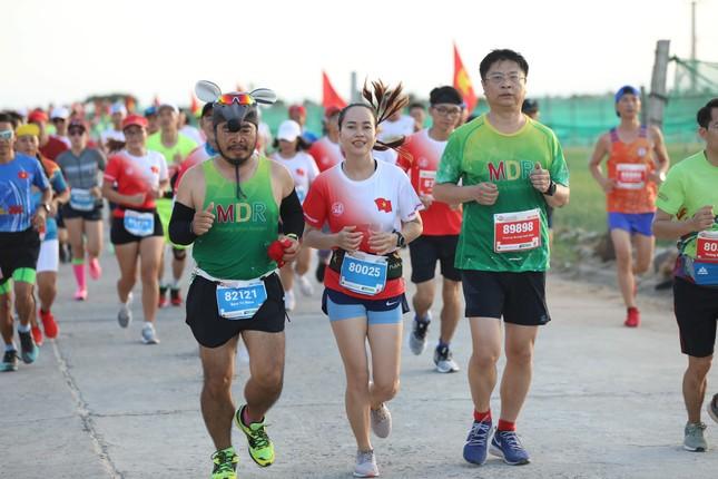 Rực rỡ sắc màu trên đường chạy Tiền Phong Marathon 2020 ảnh 6