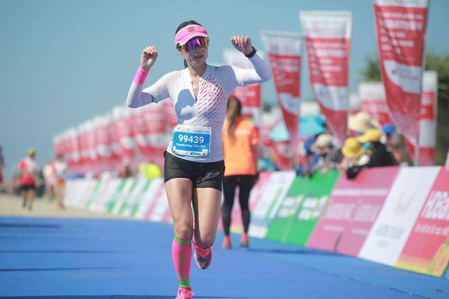 Những bóng hồng rạng rỡ trên đường chạy Tiền Phong Marathon 2020 ảnh 17
