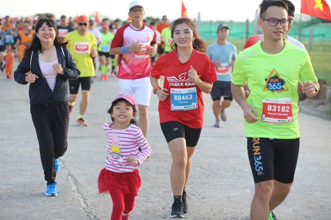 Những bóng hồng rạng rỡ trên đường chạy Tiền Phong Marathon 2020 ảnh 5