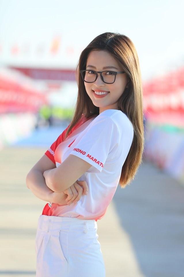 Hoa hậu Tiểu Vy và dàn người đẹp tiếp lửa cho Tiền Phong Marathon ảnh 8