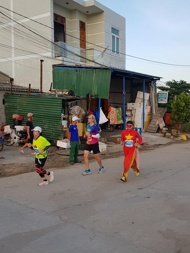 Rực rỡ sắc màu trên đường chạy Tiền Phong Marathon 2020 ảnh 13