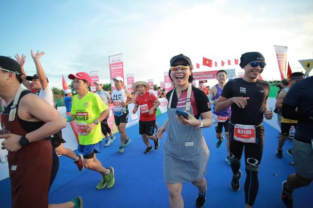 Rực rỡ sắc màu trên đường chạy Tiền Phong Marathon 2020 ảnh 2