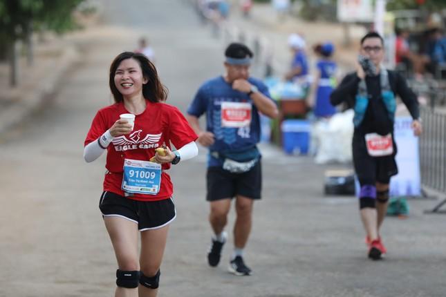 Những bóng hồng rạng rỡ trên đường chạy Tiền Phong Marathon 2020 ảnh 15