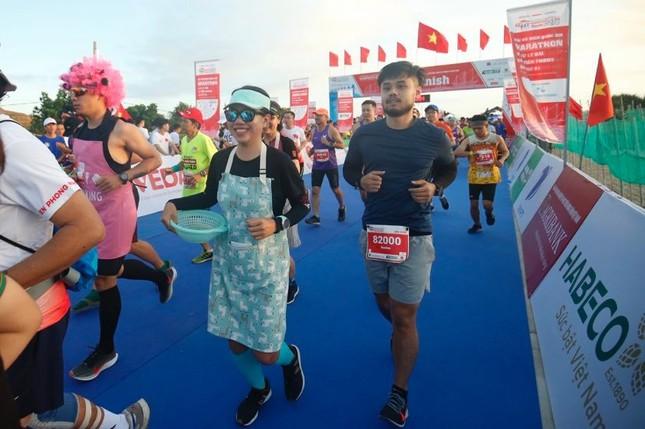 Rực rỡ sắc màu trên đường chạy Tiền Phong Marathon 2020 ảnh 8