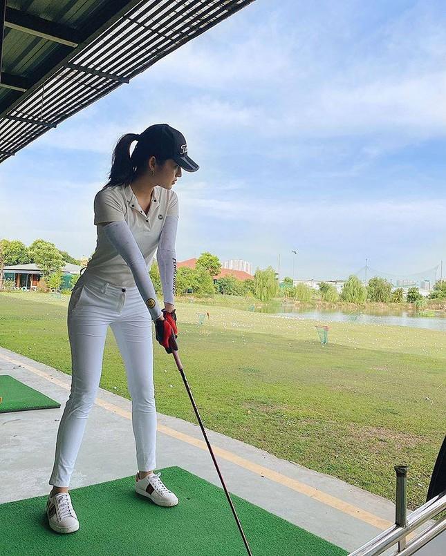 Á hậu Huyền My: 'Golf giúp tôi rèn tính kiên trì, vóc dáng thon gọn' ảnh 1