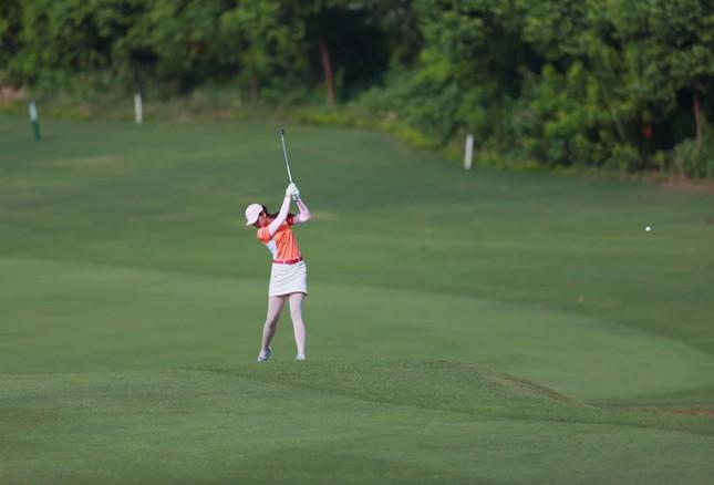 Người đẹp Lê Thanh Tú: 'Cuộc sống tích cực hơn nhờ golf' ảnh 3