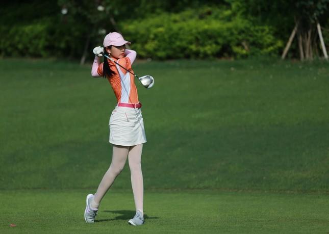 Người đẹp Lê Thanh Tú: 'Cuộc sống tích cực hơn nhờ golf' ảnh 4