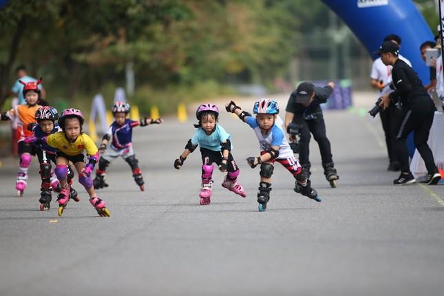 Bé 5 tuổi trượt patin ở Mỹ Đình để chọn tuyển thủ quốc gia ảnh 2