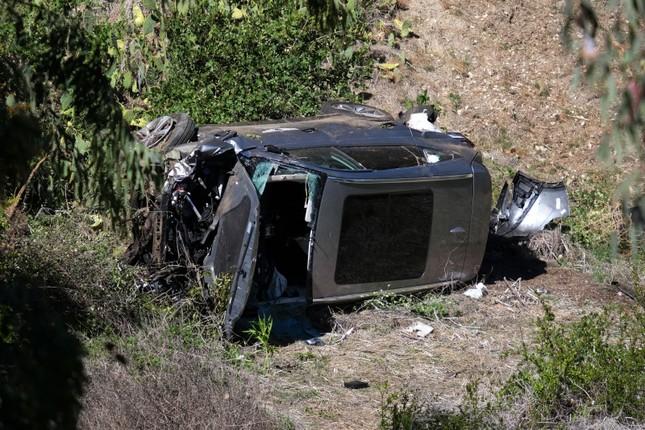 Tiger Woood gặp tai nạn xe hơi kinh hoàng ảnh 1