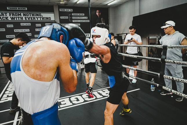 Võ sĩ Trần Văn Thảo tập luyện 'đổ máu' cho trận tranh đai vô địch IBA thế giới ảnh 7