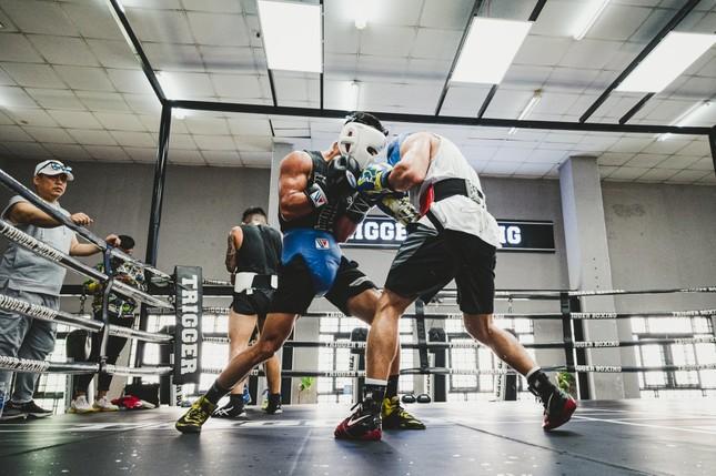 Võ sĩ Trần Văn Thảo tập luyện 'đổ máu' cho trận tranh đai vô địch IBA thế giới ảnh 10