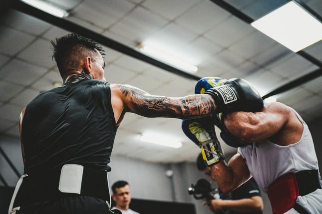 Võ sĩ Trần Văn Thảo tập luyện 'đổ máu' cho trận tranh đai vô địch IBA thế giới ảnh 15