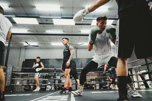 Võ sĩ Trần Văn Thảo tập luyện 'đổ máu' cho trận tranh đai vô địch IBA thế giới ảnh 16