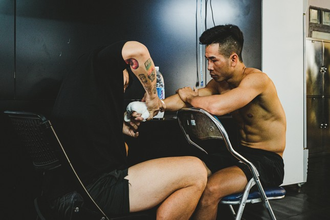 Võ sĩ Trần Văn Thảo tập luyện 'đổ máu' cho trận tranh đai vô địch IBA thế giới ảnh 11
