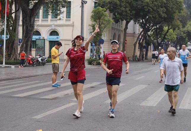 Runner Hà thành khổ luyện sớm tinh mơ cho Tiền Phong Marathon 2021 ảnh 16