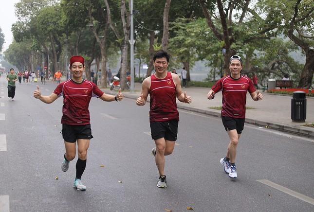 Runner Hà thành khổ luyện sớm tinh mơ cho Tiền Phong Marathon 2021 ảnh 18