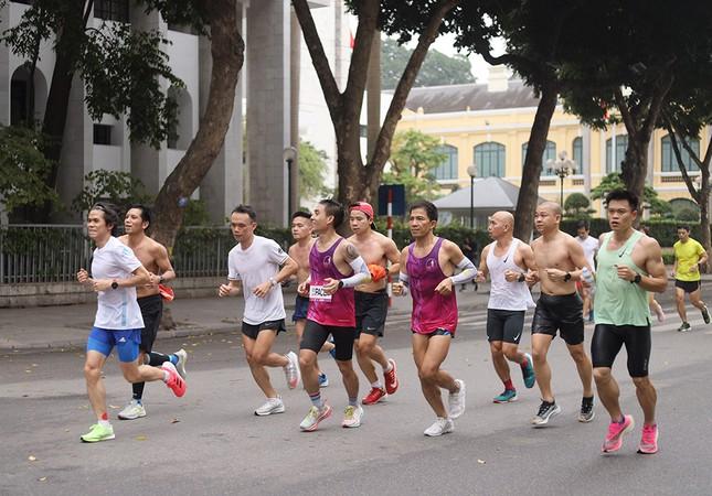 Runner Hà thành khổ luyện sớm tinh mơ cho Tiền Phong Marathon 2021 ảnh 14