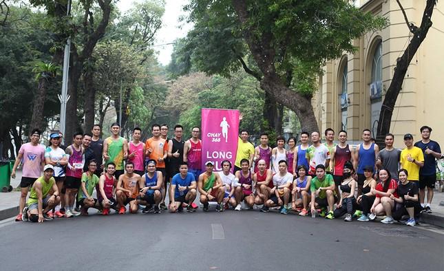 Runner Hà thành khổ luyện sớm tinh mơ cho Tiền Phong Marathon 2021 ảnh 21