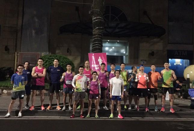 Runner Hà thành khổ luyện sớm tinh mơ cho Tiền Phong Marathon 2021 ảnh 1