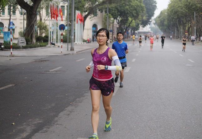 Runner Hà thành khổ luyện sớm tinh mơ cho Tiền Phong Marathon 2021 ảnh 12