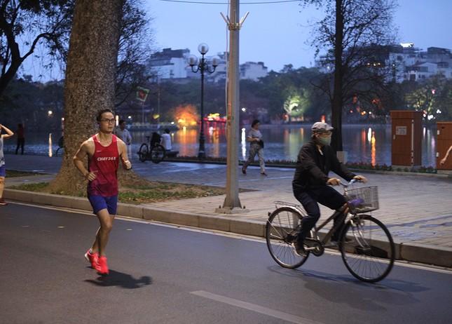 Runner Hà thành khổ luyện sớm tinh mơ cho Tiền Phong Marathon 2021 ảnh 3