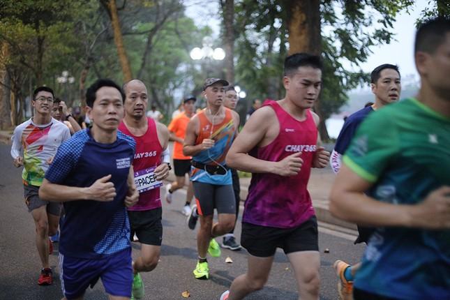 Runner Hà thành khổ luyện sớm tinh mơ cho Tiền Phong Marathon 2021 ảnh 5