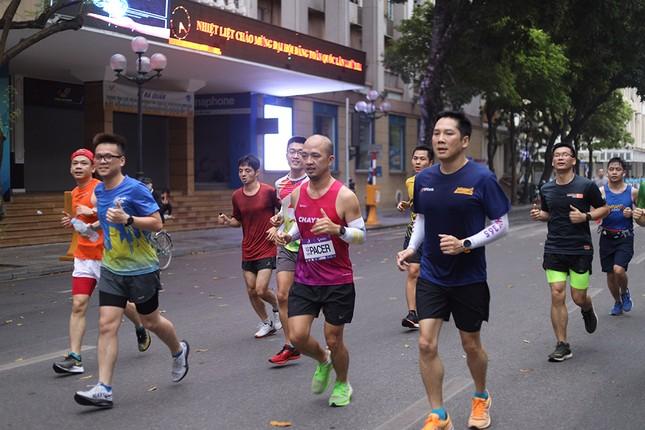 Runner Hà thành khổ luyện sớm tinh mơ cho Tiền Phong Marathon 2021 ảnh 7