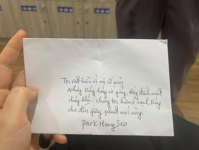 HLV Park Hang Seo viết thư tay động viên Hùng Dũng ảnh 1