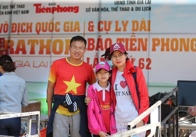 Runner nhận BIB, sẵn sàng tranh tài tại Tiền Phong Marathon ảnh 14