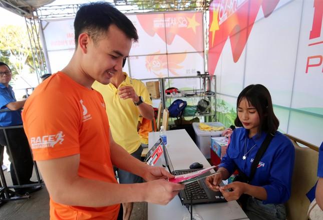 Runner nhận BIB, sẵn sàng tranh tài tại Tiền Phong Marathon ảnh 4