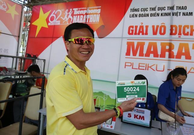 Runner nhận BIB, sẵn sàng tranh tài tại Tiền Phong Marathon ảnh 3