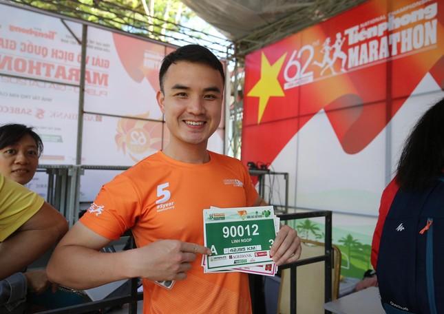 Runner nhận BIB, sẵn sàng tranh tài tại Tiền Phong Marathon ảnh 6
