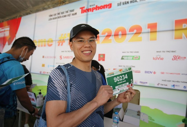 Runner nhận BIB, sẵn sàng tranh tài tại Tiền Phong Marathon ảnh 8