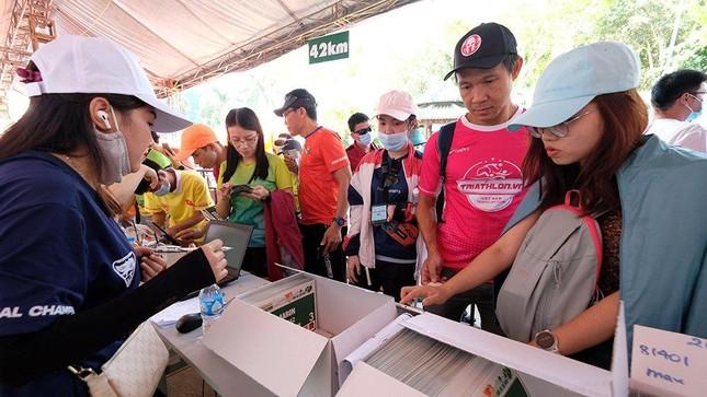 Tiền Phong Marathon 2021: Quảng trường Đại Đoàn Kết sôi động trước giờ G ảnh 8