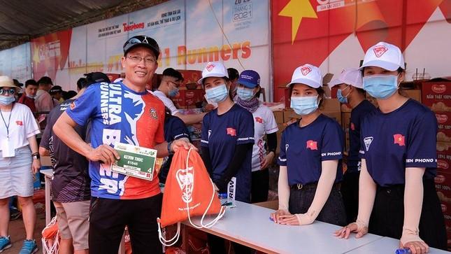 Tiền Phong Marathon 2021: Quảng trường Đại Đoàn Kết sôi động trước giờ G ảnh 9