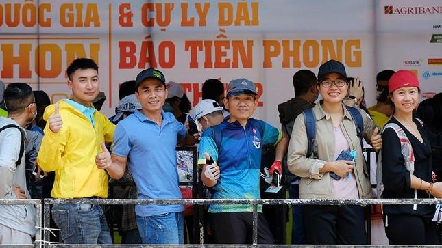 Tiền Phong Marathon 2021: Quảng trường Đại Đoàn Kết sôi động trước giờ G ảnh 10