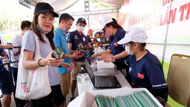 Tiền Phong Marathon 2021: Quảng trường Đại Đoàn Kết sôi động trước giờ G ảnh 11