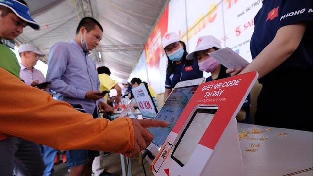 Tiền Phong Marathon 2021: Quảng trường Đại Đoàn Kết sôi động trước giờ G ảnh 17