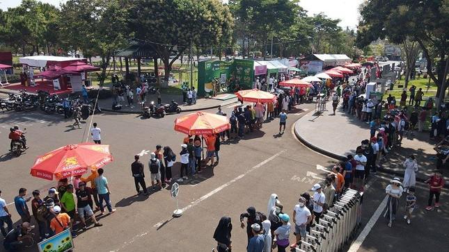 Tiền Phong Marathon 2021: Quảng trường Đại Đoàn Kết sôi động trước giờ G ảnh 1