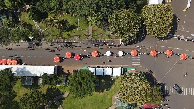 Tiền Phong Marathon 2021: Quảng trường Đại Đoàn Kết sôi động trước giờ G ảnh 2
